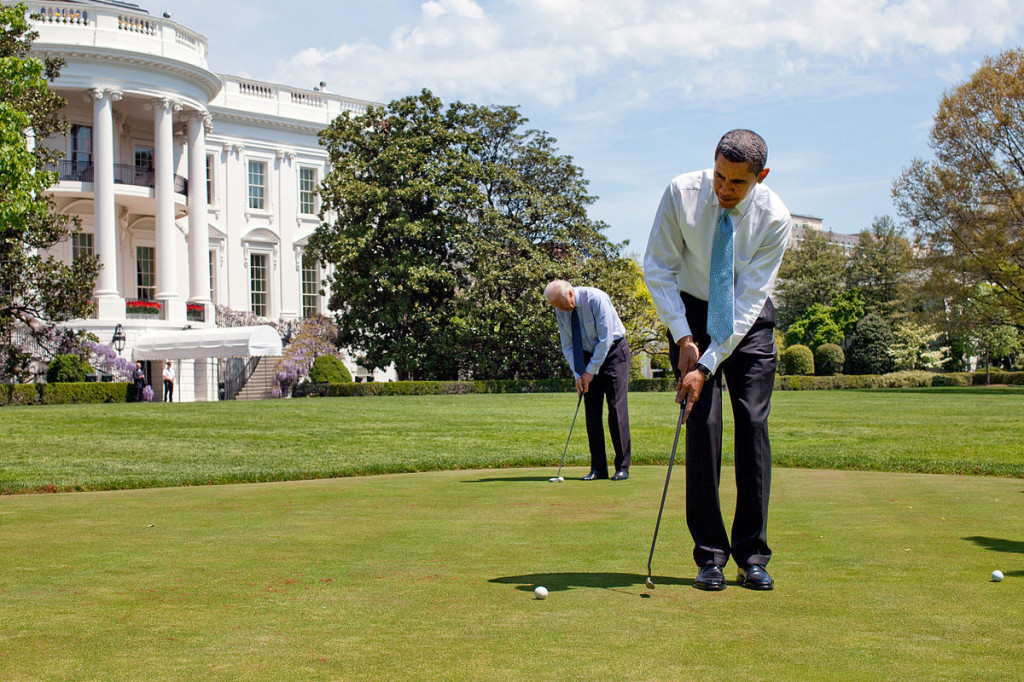 obama-and-biden-play-golf
