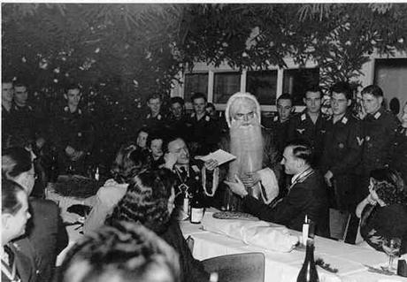 Christmas-nazi-460