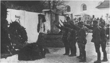 Hitler-mothers-grave-460